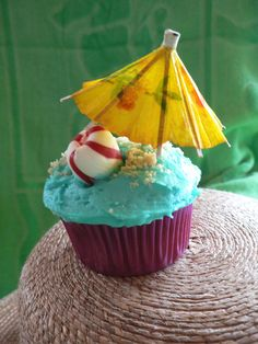 (Not my idea)- A pin or maybe a mag??  Beachy Birthday cupcakes