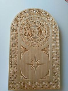 Chip Carving, Wood Carving, Wood Crafts, Diy Crafts, Plaster Art, Raku Pottery, Carving Designs, Kintsugi, Ceramic Art