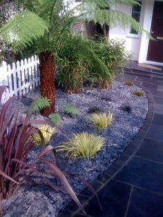 Fantastic garden path and border idea! Rockery Garden, Slate Garden, Pebble Garden, Garden Stones, Seaside Garden, Garden Bed, Small Front Gardens, Back Gardens, Japanese Garden Plants