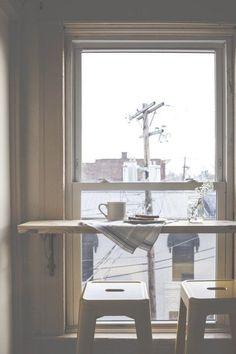 窓辺にカウンターを。カフェから学ぶ癒しの空間づくり | LOVEGREEN(ラブグリーン)