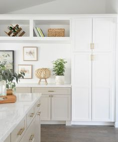 95 Luxury Large Modern White Kitchen with White Cabinets Ideas - HomeCNB Refacing Kitchen Cabinets, White Cabinets, Beige Kitchen Cabinets, Kitchen Paint, Craftsman Kitchen, Rustic Kitchen, Kitchen Trends, Kitchen Ideas, Kitchen Designs