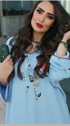 Classy Outfits, Pretty Outfits, Morrocan Kaftan, Modele Hijab, Oriental Fashion, Abaya Fashion, Fashion Details, Traditional Outfits, Dresses For Work