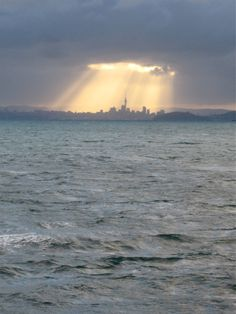 Auckland, Amazing shot from studyabroad student Alex! New Zealand's biggest city The Beautiful Country, Beautiful World, Beautiful Places, New Zealand North, Auckland New Zealand, Study In New Zealand, Study Abroad, Belle Photo, Places To See