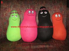 "PERSONAGES FROM THE CARTOON ""BARBAPAPA"" MADE BY SOCKS"