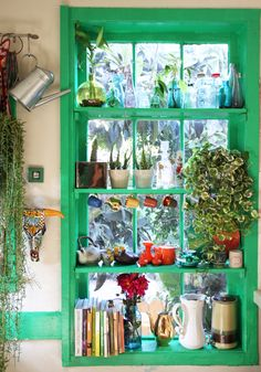 Small shelves in window painted the same color as window frame Kitchen Window Sill, Window Shelves, Glass Shelves, Window Ledge, Open Window, Window Frames, Green Windows, Decoration Inspiration, Decor Ideas