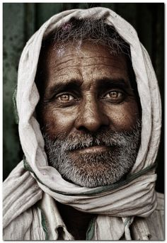 Man portrait what a wonderful picture! portrait photography tips, amazing photography People Photography, Portrait Photography, Amazing Photography, Photography Tips, Travel Photography, Indian Photography, Photography Magazine, Beautiful Eyes, Beautiful People