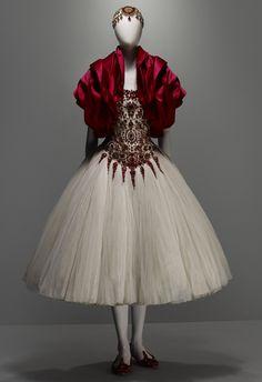 alex mcqueen | Alexander McQueen—Savage Beauty at the Met « Woman Around Town