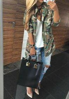 38 Popular Early Fall Outfit Ideas You Must Try - It's that season once more, women quit wearing their extraordinary summer outfits, men will begin wearing ties subsequent to being hung up since late . Camo Outfits, Mode Outfits, Casual Outfits, Fashion Outfits, Camo Fashion, Outfits With Camo Jacket, Army Green Jacket Outfit, Womens Fashion, Camo Jacket Women