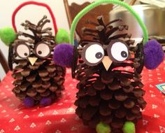Pine Cone Owls With Earmuffs - Craft Fiesta Pinecone Owls, Pinecone Crafts Kids, Thanksgiving Crafts, Fall Crafts, Holiday Crafts, Pine Cone Crafts For Kids, Country Christmas Trees, Christmas Fun, Christmas Decorations