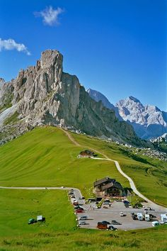 Passo Giau (Belluno) - Dolomiti, Colle Santa Lucia e Cortina d'Ampezzo, Italy Italy Vacation, Italy Travel, Places To Travel, Places To See, Top Tours, Italy Landscape, France Landscape, Italy Holidays, Italy Tours