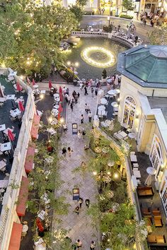 """11 Ways To Enjoy L.A. In May #refinery29  http://www.refinery29.com/2014/04/67060/los-angeles-events-may-2014#slide11  Date Nights at The Grove  If your recent """"date nights"""" have ended up being you and your boo getting takeout and ordering Frozen On Demand, it's time to change things up. Enter The Grove's new """"date night,"""" which includes dinner for two from the restaurant of your choice, two movie tickets, and free valet parking all for $30 per person. Sayonara, take-out boxes and Queen ..."""