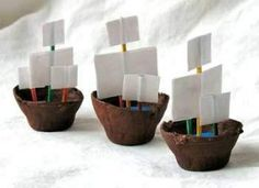 Pirate Day Egg-carton boats - 3 cardboard egg cups - Brown acrylic craft paint - Paintbrush - ¼ cup modeling clay or play dough - 6 toothpicks - 1 sheet white paper - Scissors - White craft glue. Jaime says: these float good! Pirate Ship Craft, Pirate Crafts, Pirate Ships, Pirate Preschool, Kids Crafts, Glue Crafts, Preschool Crafts, Easy Crafts, Pirate Day