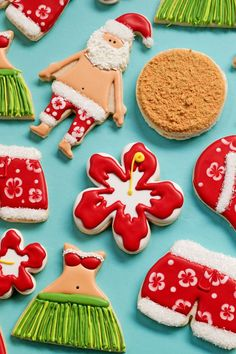 Reindeer Christmas decorations are very popular right now so why not make some Reindeer head cookies. Sugar cookies decorated with royal icing. Pink Cookies, Santa Cookies, Summer Cookies, Flower Cookies, Cute Cookies, Holiday Cookies, Cookie Bouquet, Baby Cookies, Heart Cookies