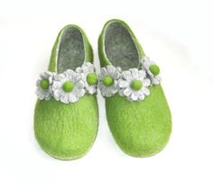 Felt slippers Garden Flower Green Gray In Case by WoolWalkerShop