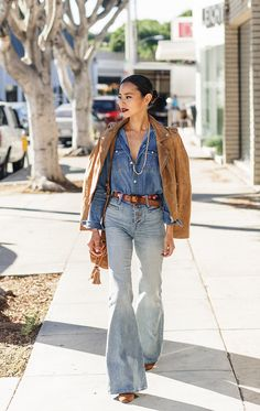 Bellbottoms, denim on denim, vintage belt and suede for days. For those who watch Fargo it's telling that I'm inspired by it's second season. The show is cinematically mind blowing, the actors are on POINT and the show takes …