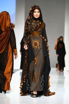Muslim Women Fashion 2012 by Yuyuk Nurmaisyah Modest Outfits, Modest Fashion, Hijab Fashion, Fashion Show, Fashion Outfits, Fashion Muslimah, Muslim Women Fashion, Islamic Fashion, Womens Fashion