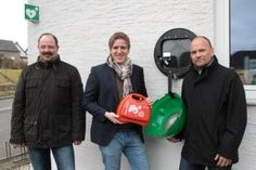 Dollendorf verfügt ab sofort über eigenen Defibrillator. In Dollendorf ist ein neuer Defibrillator eingeweiht.