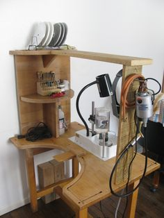 how to build a workbench Workbench Plans Diy, Workbench Designs, Workbench Stool, Workbench Organization, Shop Organization, Jewelers Workbench, Jewellers Bench, Studio Setup, Jewelry Tools