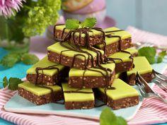 Dammsugare i långpanna Raw Desserts, Cookie Desserts, Cookie Recipes, Delicious Desserts, Yummy Food, Raw Food Recipes, Sweet Recipes, Baking Recipes, Dessert Recipes