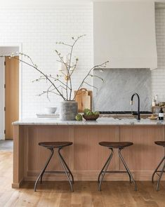 Scandinavian Kitchen Design Ideas To Try In Your House Beautiful Kitchen Designs, Beautiful Kitchens, Modern White Kitchens, Kitchen Interior, Kitchen Decor, Kitchen Wall Lighting, Scandinavian Kitchen Backsplash, Open Shelf Kitchen, Zen Kitchen