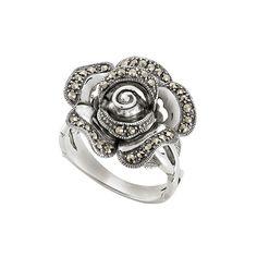 d'argento silberner Ring mit Markasiten Ring aus Silber 925 Sterling mit Markasiten. Der Ringkopf ist in Form einer Rose gearbeitet und mit kleinen grauen Markasiten besetzt. Das anlaufgeschützte Silber sowie die Markasiten verleihen dem Ring einen traditionellen Stil. Das Schmuckstück passt perfekt als Trachtenschmuck zu Ihrem Outfit. Rose Jewelry, Jewelry Rings, Gold, Silver Rings, Floral, Polyvore, Outfit, Bangle Bracelet, Neck Chain