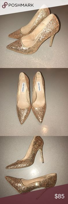 Steve Madden gold glitter pumps Gorgeous Steve Madden gold glitter heels size 5.5.  Only work once! Steve Madden Shoes Heels