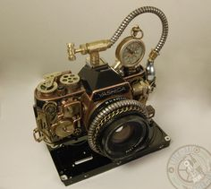 As part of my series of Steampunk designs, I present you my new creation, This is an old reflex camera which I refashioned with clockwork pieces to confer on it a retrofuturistic aesthetic.