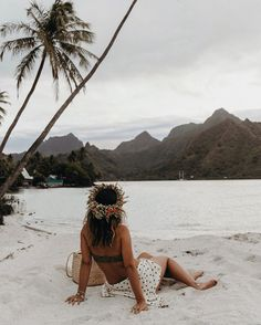"""Sara Escudero en Instagram: """"My favorite things to do in Moorea:⠀ ⠀ - Chill in one of their beautiful beaches, Ta'ahiamanu and Teame are my favorite! ⠀ - Do snorkel…"""" Collage Vintage, Snorkeling, Beautiful Beaches, Grand Canyon, Bikinis, Swimwear, Chill, Things To Do, Hawaii"""