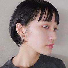 伸ばしかけショートは前髪で変化を。