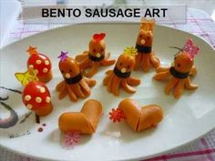 Octopus sausage is a very common item served in Japanese bento box lunches. In this video, I created 3 tutorials - octopus sausage, heart sa. Bento Box Lunch For Kids, Kids Lunch For School, Bento Recipes, Lunch Box Recipes, Bento Ideas, Food Ideas, Japanese Bento Box, Kawaii Bento, Food Art For Kids