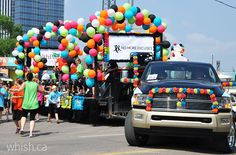 How to design a parade float - Keep it simple! | Whish.ca 4th Of July Parade, July 4th, Parade Float Supplies, Carnival Floats, Christmas Parade Floats, Homecoming Floats, Girl Scout Crafts, Fall Fest, Swim Team