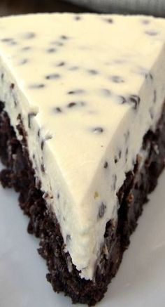 Chocolate Chip Cheesecake with Brownie Crust Recipe ~ Two desserts in one is always a win! Chocolate Chip Cheesecake with Brownie Crust combines brownies and cheesecake for a delightful dessert experience Delicious Cake for everyday Just Desserts, Delicious Desserts, Yummy Food, Awesome Desserts, Cheesecake Recipes, Brownie Cheesecake, Chocolate Cheesecake, Dessert Chocolate, Chocolate Chip Cheese Cake Recipe