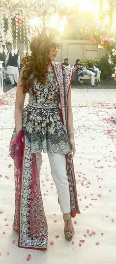 Latest Pakistani Short Frocks Peplum Tops Styles & Designs Collection consists of trends & styling of short frocks with bell bottoms, shararas, etc Pakistani Couture, Indian Couture, Pakistani Outfits, Indian Outfits, Pakistani Clothing, Eid Outfits, Pakistani Wedding Dresses, Pakistani Bridal, Bridal Lehenga