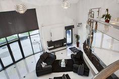 Wnętrze w stylu glamour - wystrój wnętrz w stylu glamour - aranżacja glamour.  Zobacz więcej na www.amarantowestudio.pl Desk, Studio, Furniture, Home Decor, Homemade Home Decor, Decoration Home, Room Decor, Study Desk, Studios