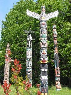 Free Printable Native American Indian Totem Pole Designs and Patterns Native American Beauty, American Indian Art, Native American History, Native American Indians, Native Americans, American Symbols, American Women, Arte Inuit, Arte Haida