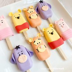 Winnie Pooh inspired cakesicles Original idea from 💕💕 Disney Desserts, Cute Desserts, Disney Food, Beautiful Cakes, Amazing Cakes, Magnum Paleta, Cute Baking, Kawaii Dessert, Mantecaditos