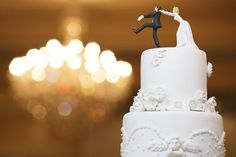 While some wedding trends stand the test of time, others just leave us wincing! Avoid the 7 worst wedding trends ever! Wedding Cake Designs, Wedding Cakes, Winter Flowers, Dream Cake, Wedding Show, Pastel, Wedding Planning Tips, Love Is Sweet, Bridal