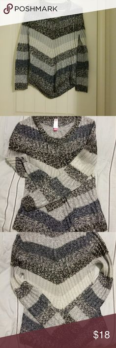 Cool 👭 Sweater size M Brand new🎁🎁! it's so pretty ! New Sweaters