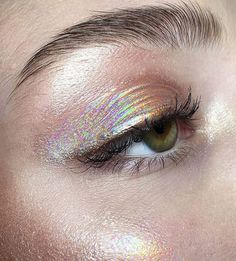 highlighter and shimmer eyes