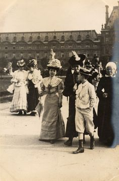 Paris, Place du Louvres, 4th June 1906
