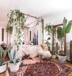 30 Stunning Bohemian Bedroom Decor For Small Space Sweet Home Interior Bohemian Bedroom Decor, Bohemian Style Bedrooms, Boho Room, Cozy Bedroom, Home Decor Bedroom, Living Room Decor, Master Bedroom, Style Boho, Bedroom Ideas