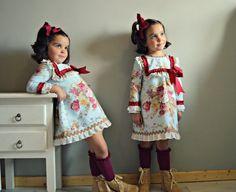 Rosas Violetas.Vestido para bebé o por Moniquesthingsshop en Etsy