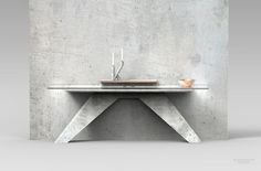 Console à 2 pieds en béton, verre et cuivre by Jimmy Delatour. 2 legs console table made in concrete, copper  and glass. www.delatourdesignlab.com Furniture design, design de mobilier.