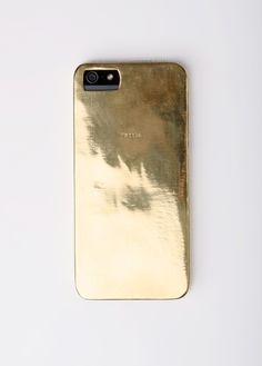 mettle Fair Trade iPhone 5 Cast (made of brass metal). Coolest case ever. Cool Electronic Gadgets, Tech Accessories, Fashion Accessories, Color Dorado, Latest Gadgets, Oui Oui, Ariana Grande, Looks Vintage, Contemporary Fashion