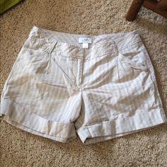 "LOFT shorts 51% linen 49% cotton approx 4"" inseam 30"" waist  great condition LOFT Shorts"