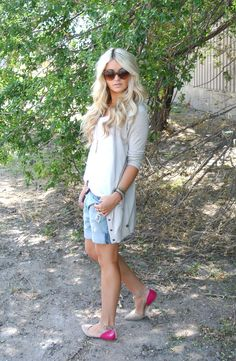grey cardigan, white tee, boyfriend shorts and nude and pink flats. Summer Outfits, Casual Outfits, Cute Outfits, Fashion Outfits, Summer Clothes, Cara Loren, Mom Style, Spring Summer Fashion, Summer Chic
