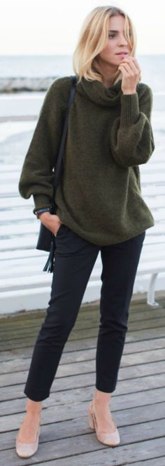 over sized jumper + Katarzyna Tusk + turtleneck + fitted pants + smart look + work or around town.  Fall Outfits 2016 + Sweater: Tallinder + Pants: Zara + Bag: Tallinder + Watch: Daniel Wellington + Shoes: Mango