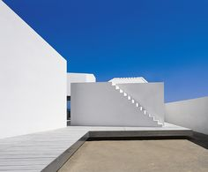 "Spanish architecture firm OAB has imagined the ""House for a Photographer II"", in Tarragona in Spain. The house reminds us of white Mediterranean typ Minimal Architecture, Amazing Architecture, Contemporary Architecture, Architecture Details, Interior Architecture, Interior Design, Architecture Layout, House 2, Cave House"