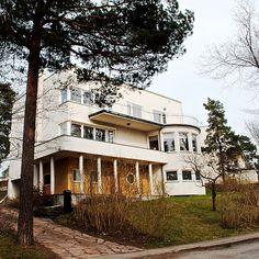 Södra Ängby 11, sweden, 1933-9  Södra Ängby är en kulturskyddad stadsdel i Bromma stadsdelsområde inom Stockholms kommun, bestående av cirka 500 villor uppförda 1933–1939 i en utpräglat funktionalistisk arkitektur.