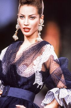 Christy Turlington walks the runway at the Christian Lacroix Haute Couture Spring/Summer fashion show during the Paris Fashion Week in January, 1991 in Paris, France. Chanel Couture, Valentino Couture, Christy Turlington, Big Fashion, Fashion Week, Fashion Models, Vintage Fashion, Dress Fashion, Fashion Design